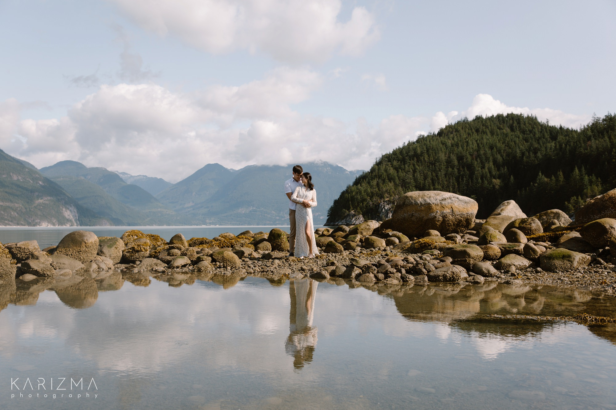 squamish engagement photos couple on the beach